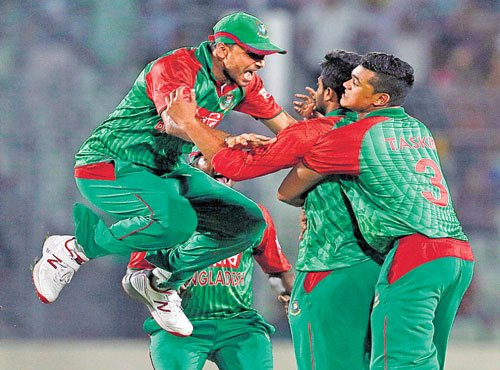 Bangladesh score upset win over Sri Lanka to keep hopes alive
