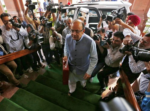 FM sticks to fiscal roadmap, FY17 deficit at 3.5%