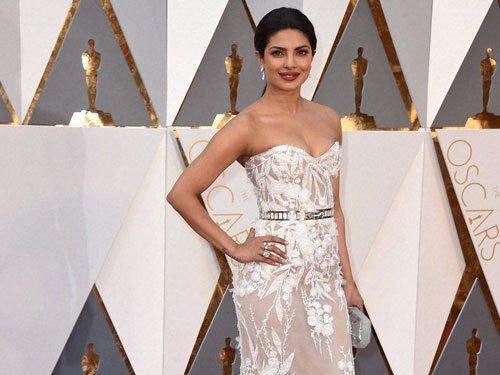 Priyanka's debut Oscar appearance gets thumbs up back home