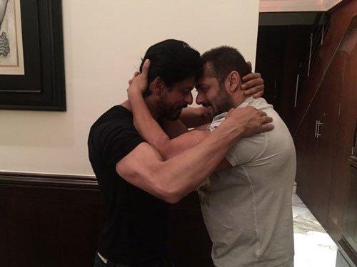 Salman Khan calls himself SRK's fan
