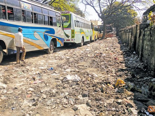 Dust from muddy roads adds to Kalasipalyam woes