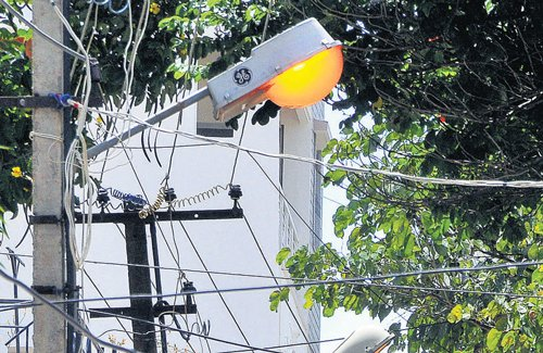 Light from street lamps may hamper your sleep: study
