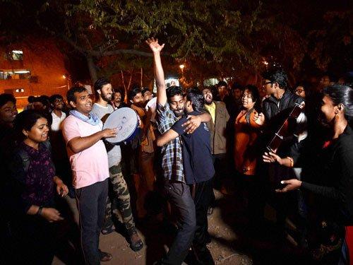 Students, activist celebrate
