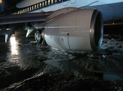 Jet Airways plane's main landing gear collapses, close shave for passengers