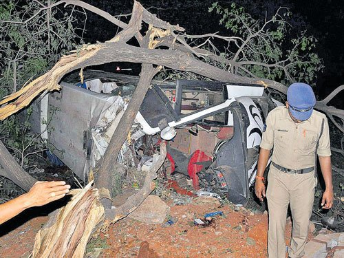 Four medicos, drunk bus driver killed in accident | Deccan
