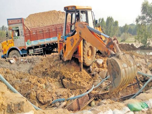 Crackdown on illegal sand miners in B'luru