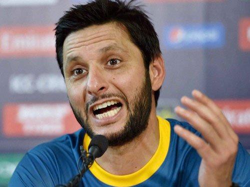 Former players slam Afridi, fans smash TV sets in Pak