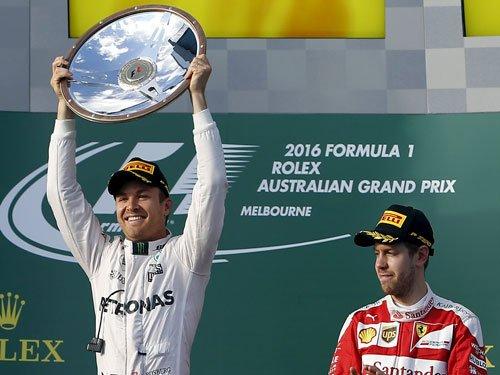 Rosberg upstages Hamilton, Vettel