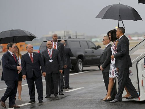 With visit, Obama aims to push acrimony with Cuba into past