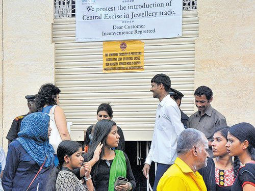 Jewellers divided on stir call off; shops closed in many parts