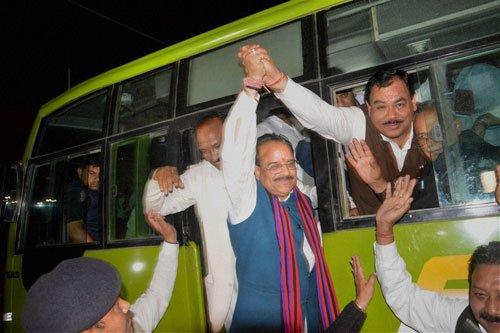 Cong, BJP delegations approach Prez on Uttarakhand crisis