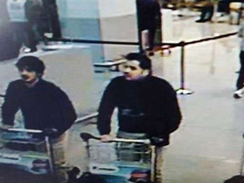 2 suicide bombers at Brussels airport, looking for third