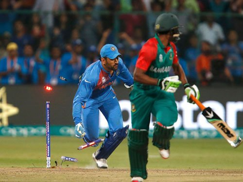 Rubbed the wrong way, Dhoni loses cool after thrilling win