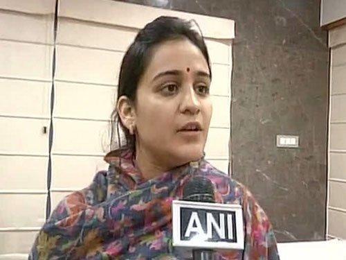 SP supremo's daughter-in-law Aparna enters politics