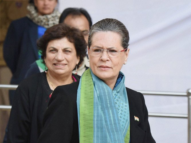 Centre trying to topple all Cong ruled states: Sonia