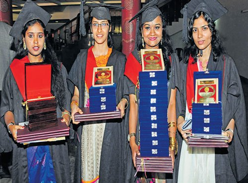Women medicos steal glory  at RGUHS convocation