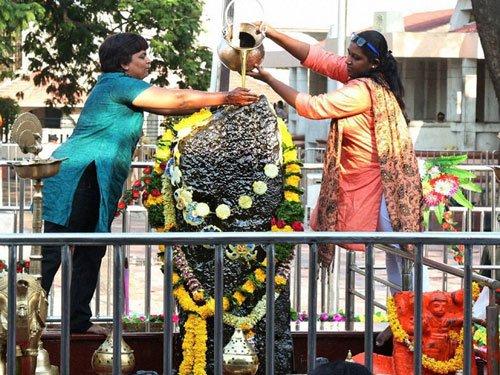 Women throng Shani temple