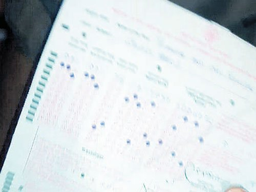 Stir against undue favour to candidate  in KPSC exam