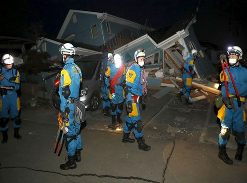 Scores trapped as Japan quakes toll hits 41