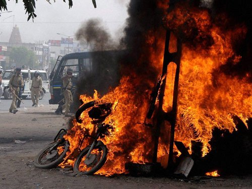 Patel quota violence: Youth commits suicide in Surat