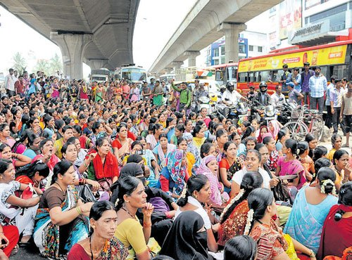 Stir highlights low-pay, insecure jobs of garment workers