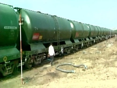 50 wagon water train carrying 25 lakh litres reaches Latur