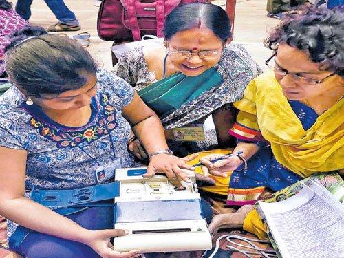 In third phase polls, Mamata looks shaky