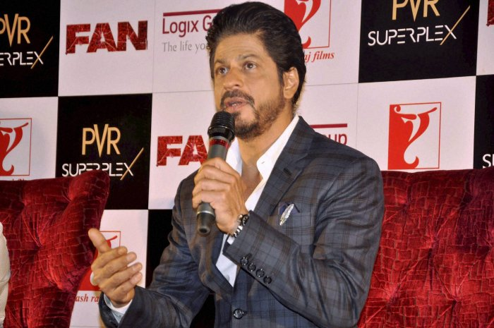 SRK wants kids to first finish studies then enter Bollywood