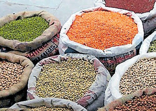 Centre caps prices of pulses at Rs 120 per kg