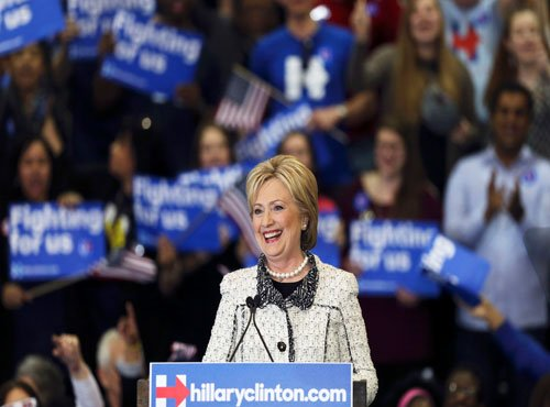 Clinton campaign slams Trump for mocking Indians