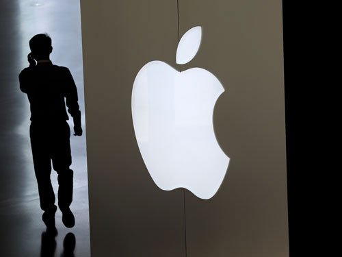 Apple stocks plunge as Icahn dumps his position