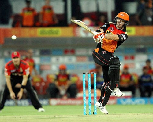 Warner, Williamson take Hyderabad to 194-5 against RCB