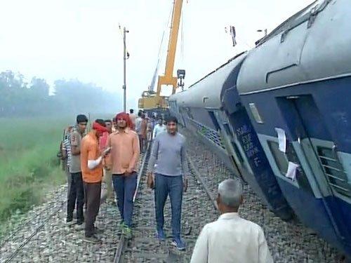 Faizabad Express derails near Hapur