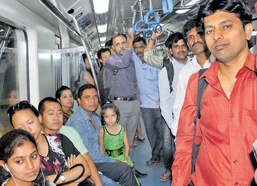 They zipped to office on new east-west Metro stretch