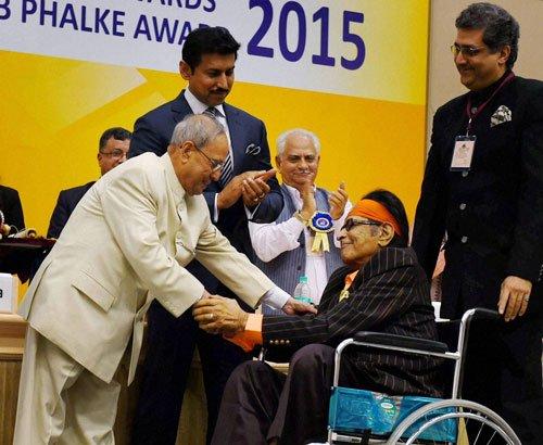 Manoj Kumar honoured with Dadasaheb Phalke award