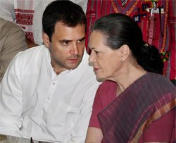 Sonia leads Cong attack on Modi govt, top leaders court arrest