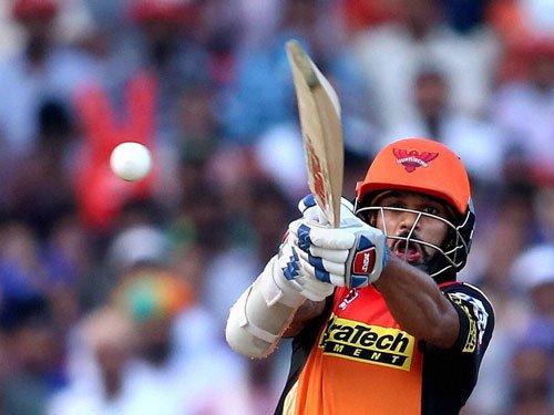 Dhawan, bowlers power SRH