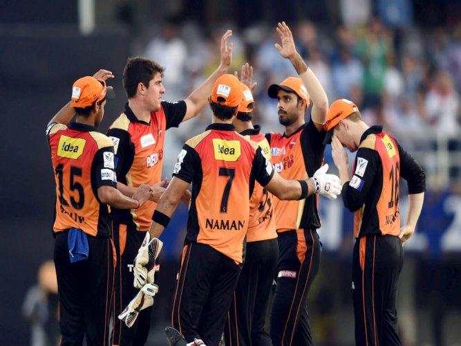 Sunrisers beat Pune by 4 runs