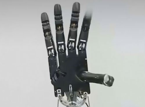New robotic hand with camera can map surroundings in 3D