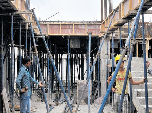 2 injured as centring boards collapse on LH premises