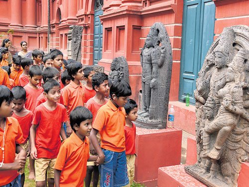 Kids walk back in time during  visit to govt museum