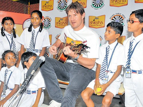 Shane Watson strikes a chord with underprivileged kids