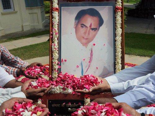 Nation remembers Rajiv Gandhi on death anniversary