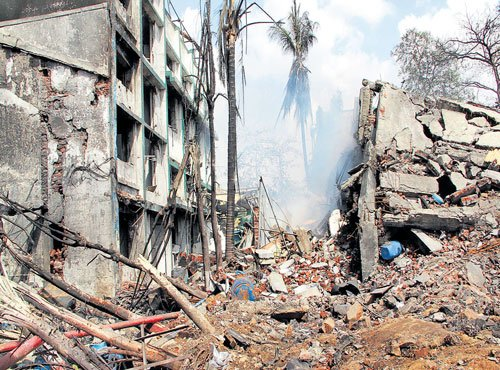 5 killed in factory explosion