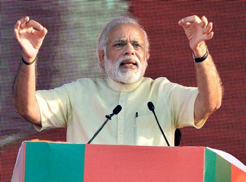 Modi highlights development in 'report card' at UP rally