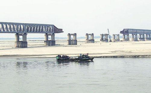 Nation's longest rail-road bridge may miss deadline again