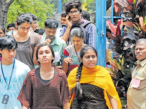 Parents throng DPUEoffice over delay in issuing paper copies