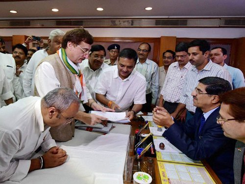 M J Akbar, Dave owns no car, Tankha shows Rs 62-cr assets
