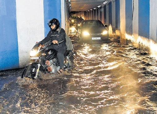 Evening showers cause waterlogging, traffic jams