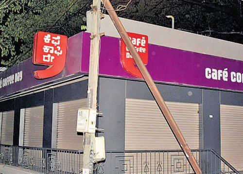 Realtor butchered at Coffee Day outlet